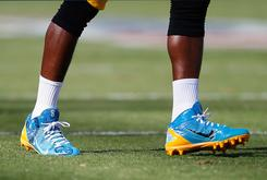 Antonio Brown Says Refs Made Him Change His Blue Cleats At Halftime