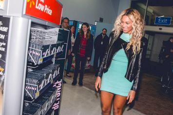 Beyonce Surprises Wal-Mart Shoppers With $37,000 In Gift Cards