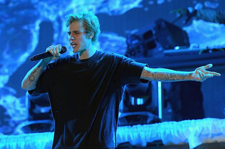 Justin Bieber performs onstage at Fontainebleau Miami Beach on January 1, 2017 in Miami Beach, Florida.